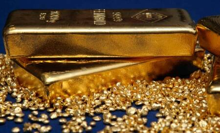 Gold snaps three-day rally,price falls by Rs 130 to Rs 30,360