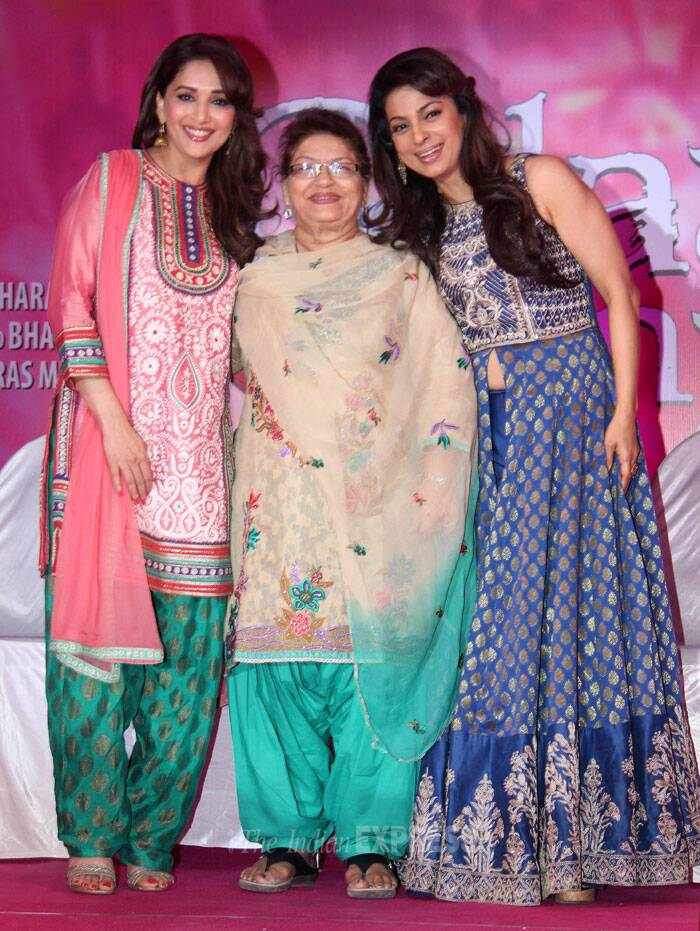 Saroj Khan, flanked by Madhuri and Juhi smiles for the camera. (Photo: Varinder Chawla)