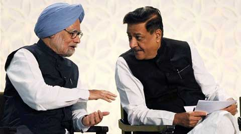 Prime Minister Manmohan Singh with Maharashtra CM Prithviraj Chavan at the event in Mumbai. (AP)