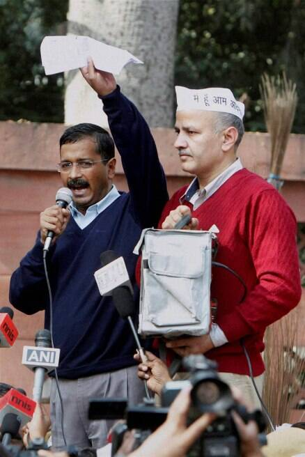 Adamant Arvind Kejriwal, continues to protest outside Rail Bhawan on Day 2
