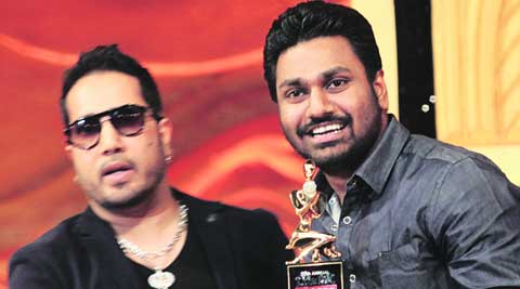 Music composer Mithoon collects the Best Playback Singer (Male) on behalf of Arijit Singh  from Mika Singh