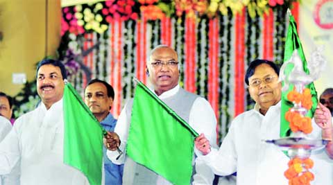 Railway Minister Mallikarjun Kharge (centre), who announced the relief, also flagged off four new trains from Lokmanya Tilak terminal Friday.Express
