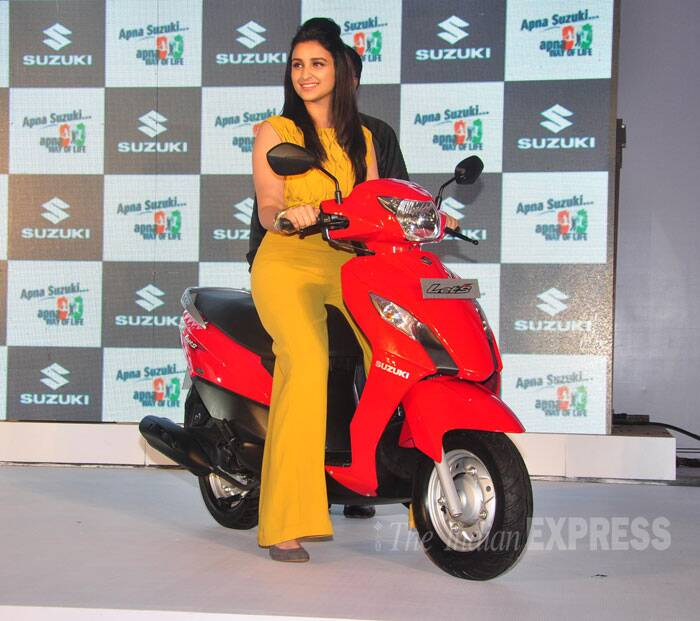 The actress, who is known to be quite a tomboy, also tried her hand at the two-wheeler. (Photo: Varinder Chawla)