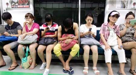 Taiwanese man files for divorce from smartphone-addicted wife