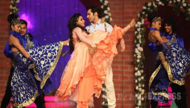 Varun Dhawan performs at Life OK Screen Awards