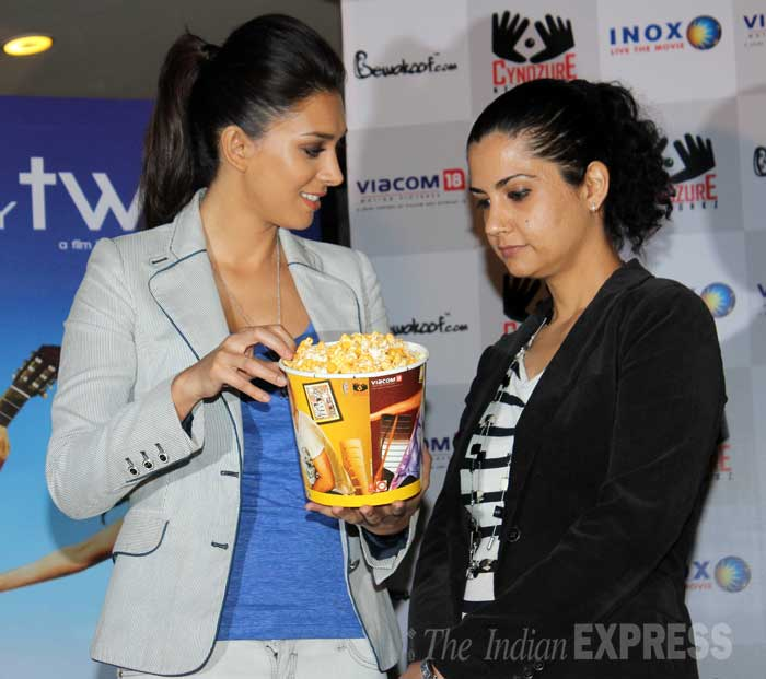 Looks like the ladies are hungry…Check them out eyeing the popcorn! (Photo: Varinder Chawla)