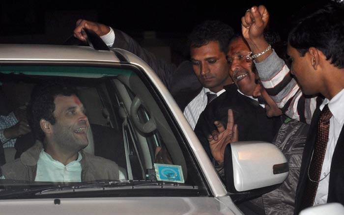 Protestors wave black flags as Rahul Gandhi, Priyanka visit Amethi