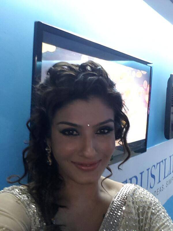 You wanted it and we got it. The ravishing Raveena Tandon gave us a selfie!