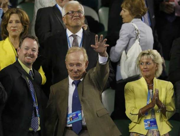 LOOK WHO'S HERE: Rod Laver made an appearance for the Federer-Murray match on Wednesday (Reuters)