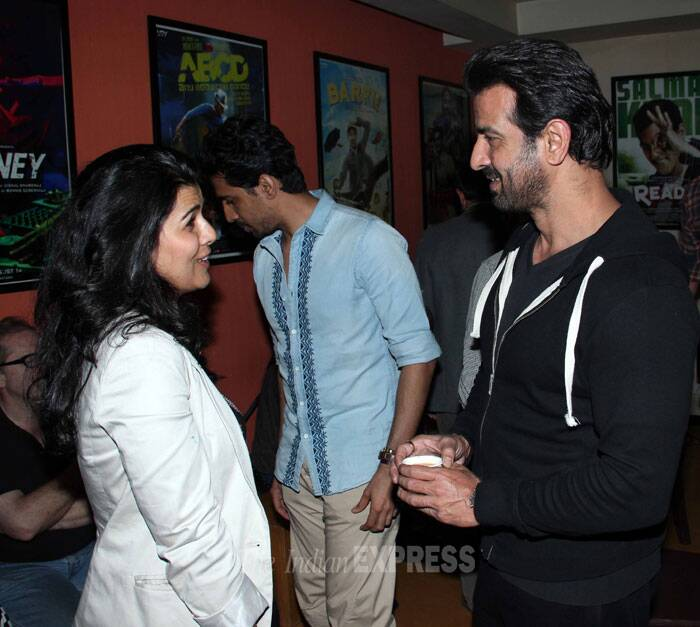 Ronit Roy gets chatty with 'The Lunchbox' actress Nimrat Kaur. (Photo: Varinder Chawla)