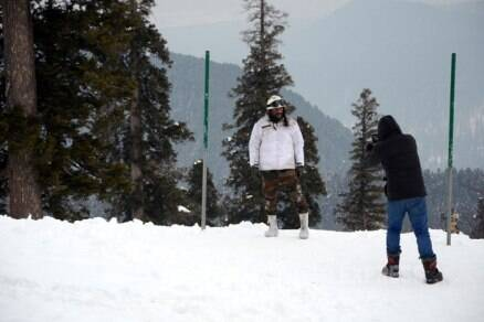 Saif Ali Khan shoots for 'Phantom' in Kashmir valley