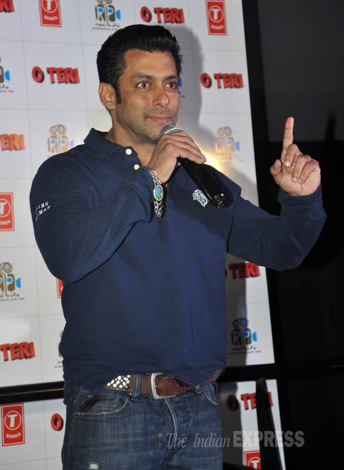 Salman Khan was a budy man on Thursday (Janaury 23) - first with the promotions of his new release 'Jai Ho', then at the film's screening and later launching the trailer of his brother-in-law Atul Agnihotri's upcoming film 'O Teri'. <br /> <br /> Salman Khan will be doing a cameo in the comedy flick, which also stars Mandira Bedi and Sara Loren. (Photo: Varinder Chawla)