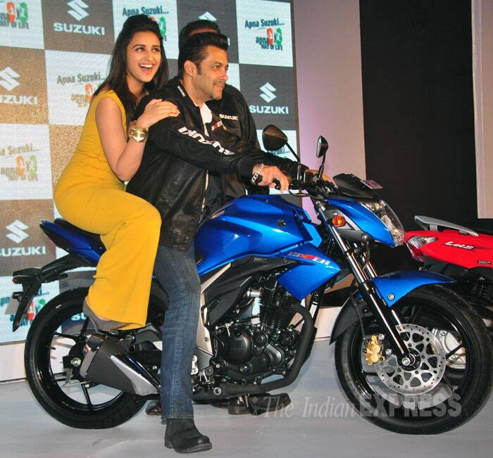Superstar Salman Khan turned biker boy as he promoted a motorbike brand along with 'Shuddh Desi Romance' actress Parineeti Chopra. (Photo: Varinder Chawla)