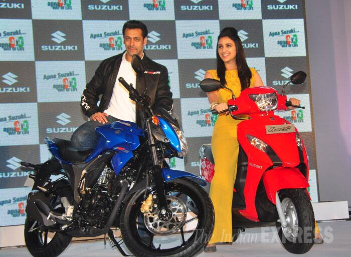 Salman Khan strikes a pose like a pro, while Parineeti smiles. (Photo: Varinder Chawla)