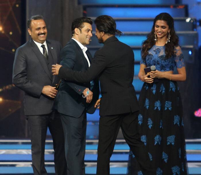Friends forever? Salman Khan, SRK hug again