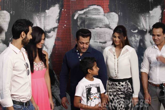 Salman and Daisy share a light moment with the film's other actors - Ashmit Patel, Yash Tonk and child artist Naman Jain of Chillar Party fame, who has an important role in the movie. (IE Photo: Prakash Yeram)