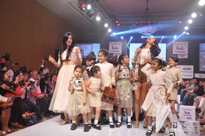 Sarah Jane seems to be having a blast as she returns to the ramp along with designer Nishka Lulla and a group of kiddies. (Photo: Varinder Chawla)