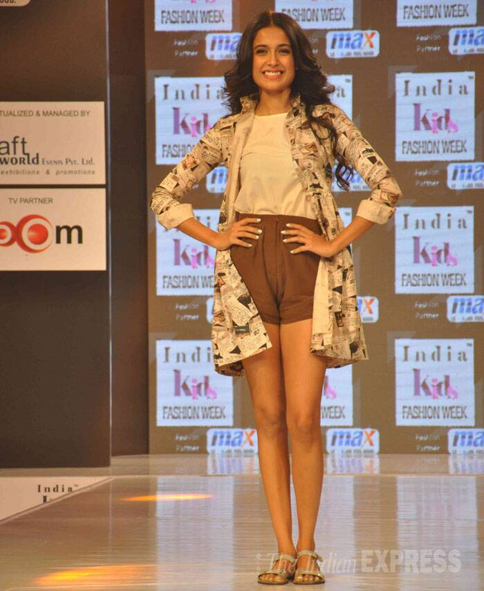 Model and actress Sarah-Jane Dias showed off her sexy pins in a pair of high-waist shorts and a top with a coat as she took to the ramp. (Photo: Varinder Chawla)