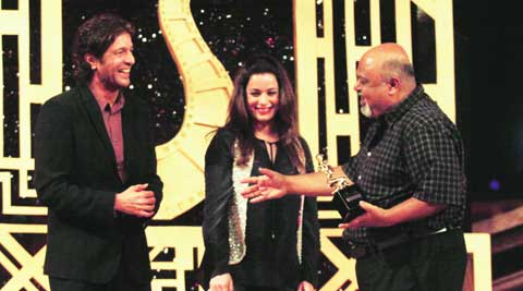 Chunky Panday and Neelam smile  as Saurabh Shukla enjoys the spotlight as  Best Actor in Supporting Role (Male)