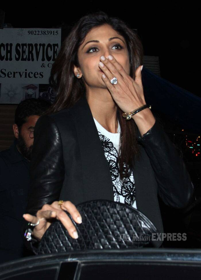 A flying kiss to all the Shilpa Shetty fans. (Photo: Varinder Chawla)