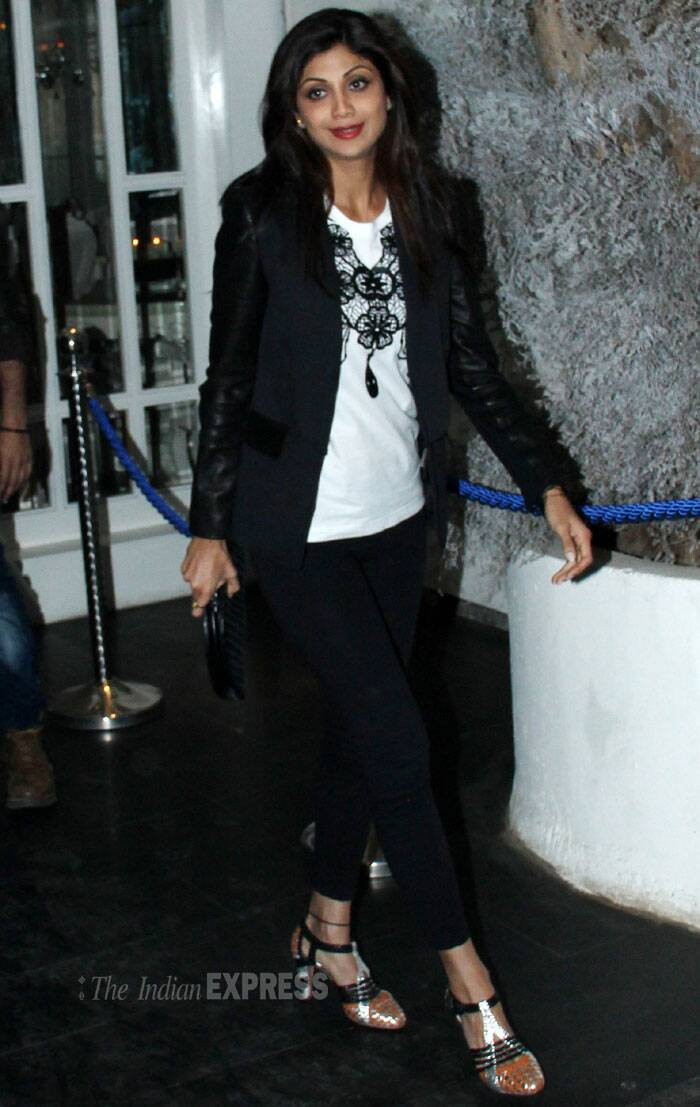 The actress looked flawless in the black crop pants she teamed with a white printed t-shirt and black blazer. Red lips added colour to her look. We like! (Photo: Varinder Chawla)