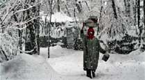 Heavy snowfall snaps road, air links in J-K