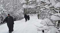 Snowfall continues in Kashmir Valley, some respite from cold as mercury rises