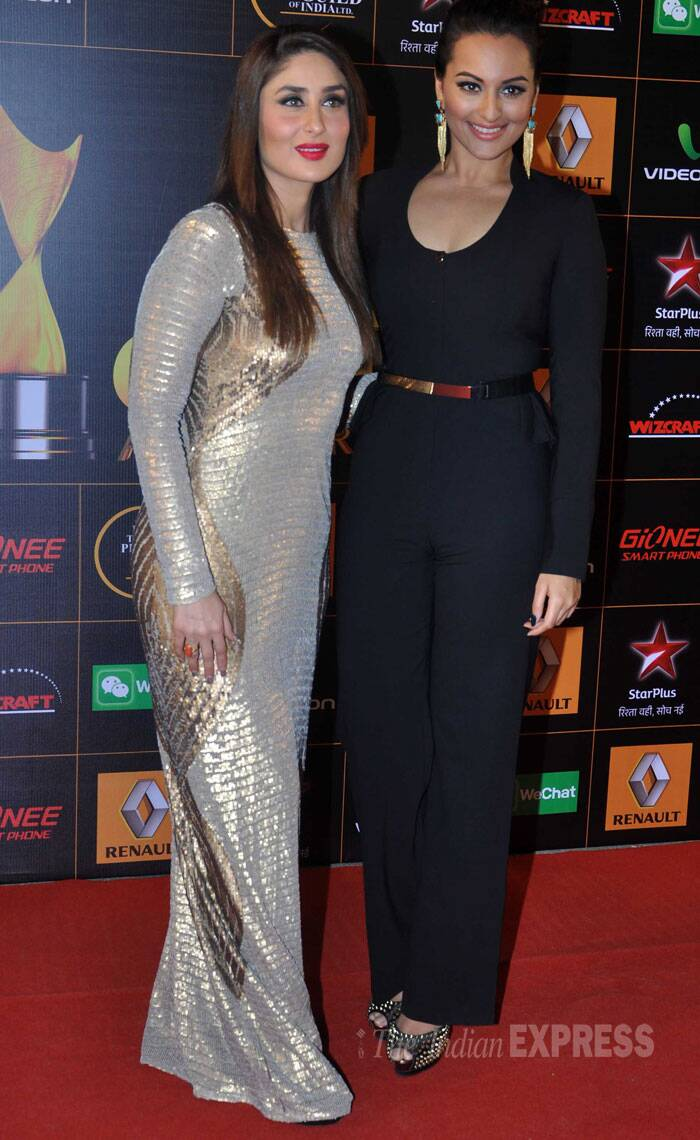 Sonakshi and Kareena pose for the shuttebugs. (Photo: Varinder Chawla)