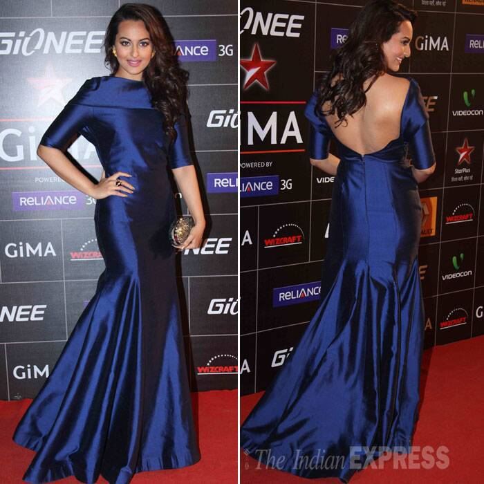 'R…Rajkumar' actress Sonakshi Sinha was stunning in a mid-night blue evening gown by Gauri and Nainika. Sonakshi, who has begun shooting for 'Tevar' showed off her sexy back. (Photo: Varinder Chawla)