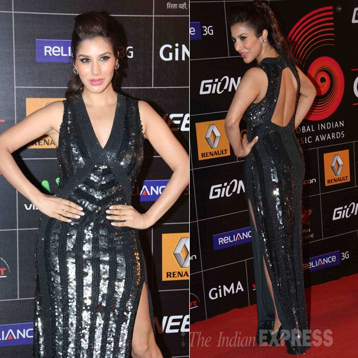 Actress Sophie Choudry shimmered in a sizzling black number that showed off her toned legs. (Photo: Varinder Chawla)