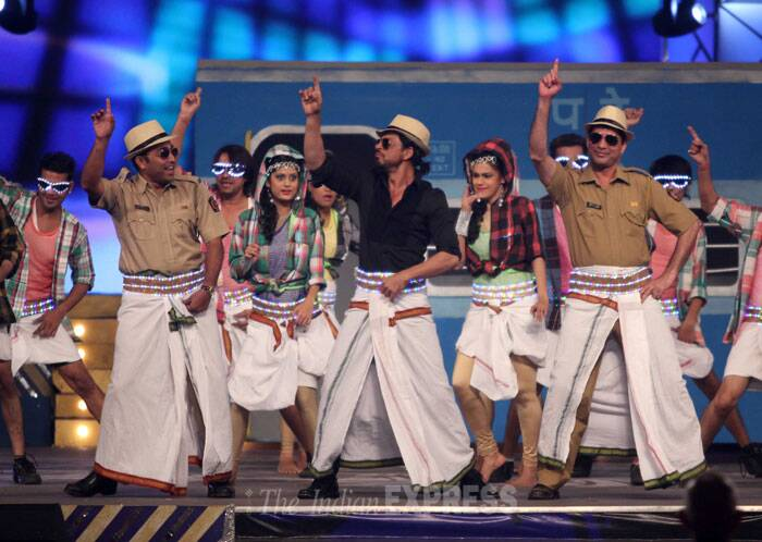 Big B, SRK, Katrina, Kareena at Umang show