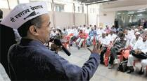 AAP leader Subhash Ware addresses farmers at the workshop in Pune on Monday. (SANDEEP DAUNDKAR)