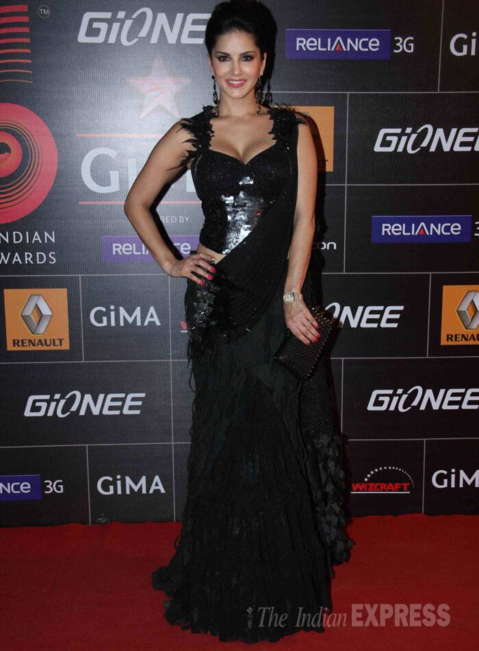 Former adult-film star Sunny Leone looked stunning in a black sari gown. (Photo: Varinder Chawla)