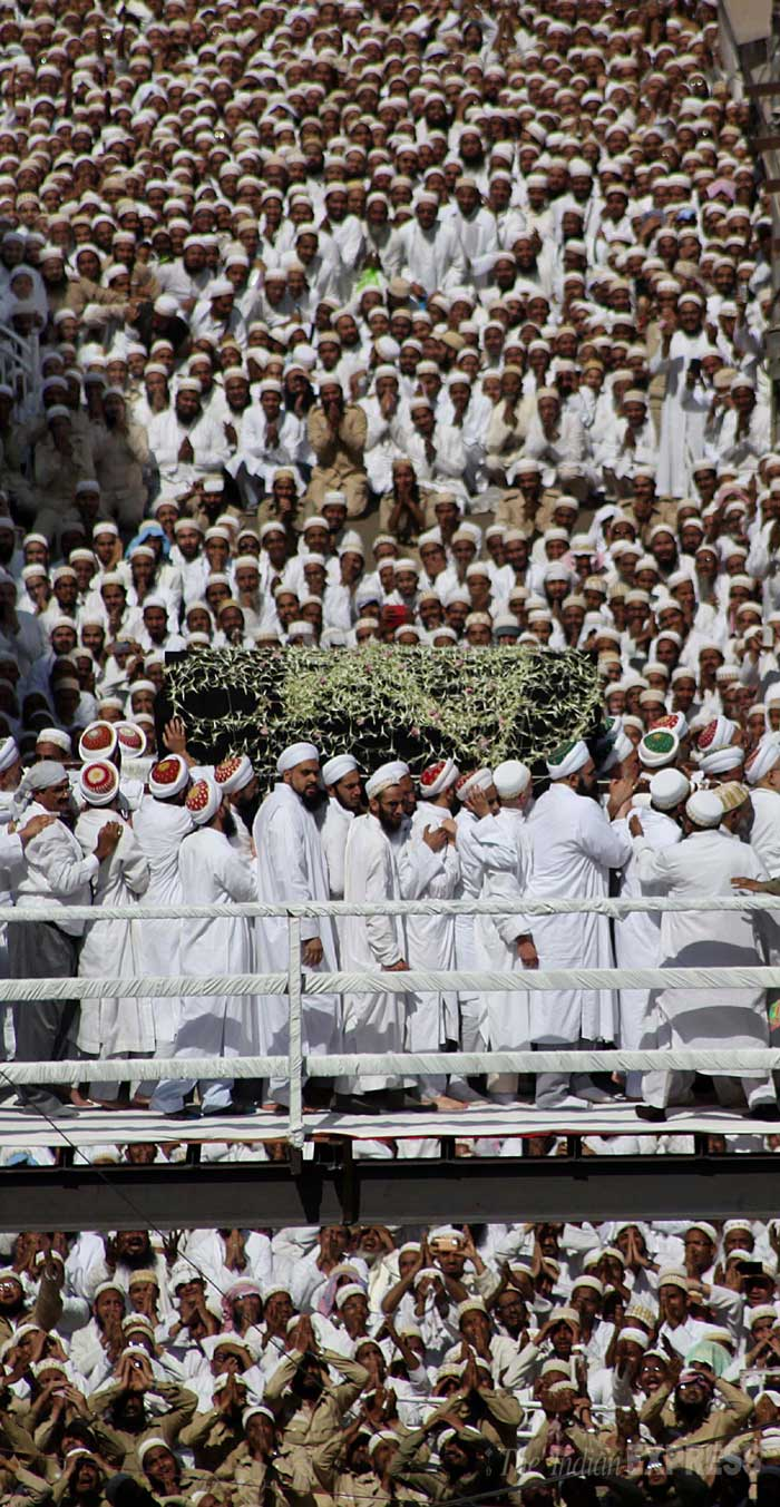 18 people were killed and over 40 injured in a stampede as thousands of mourners converged to pay their last respects to the spiritual leader of the Dawoodi Bohra community Syedna Burhanuddin in upscale Malabar Hill in the wee hours today, in worst such tragedy in the metropolis. (IE Photo: Pradeep Kochrekar)