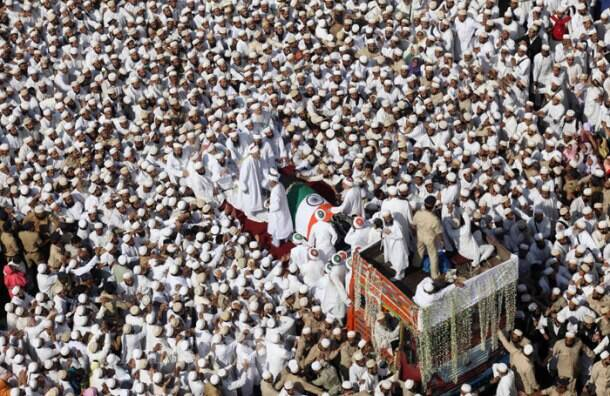 Syedna's final journey begins, lakhs of mourners pay respects