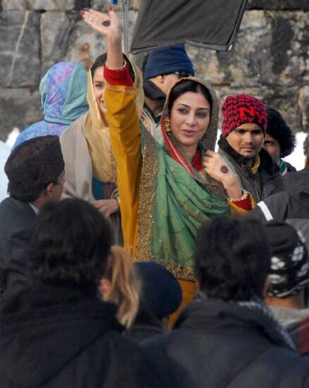 Tabu, Shraddha shoot for 'Haider' in Kashmir