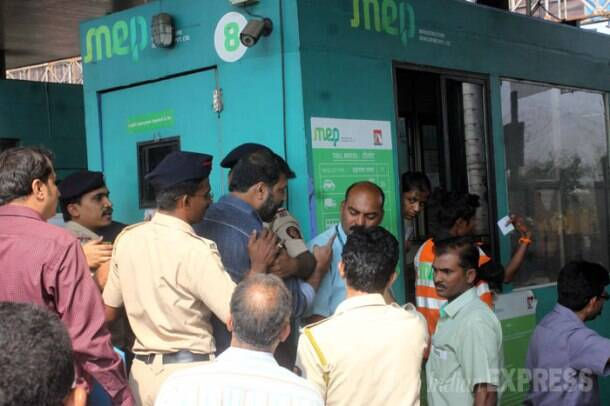 MNS party workers  vandalised Vashi toll plaza