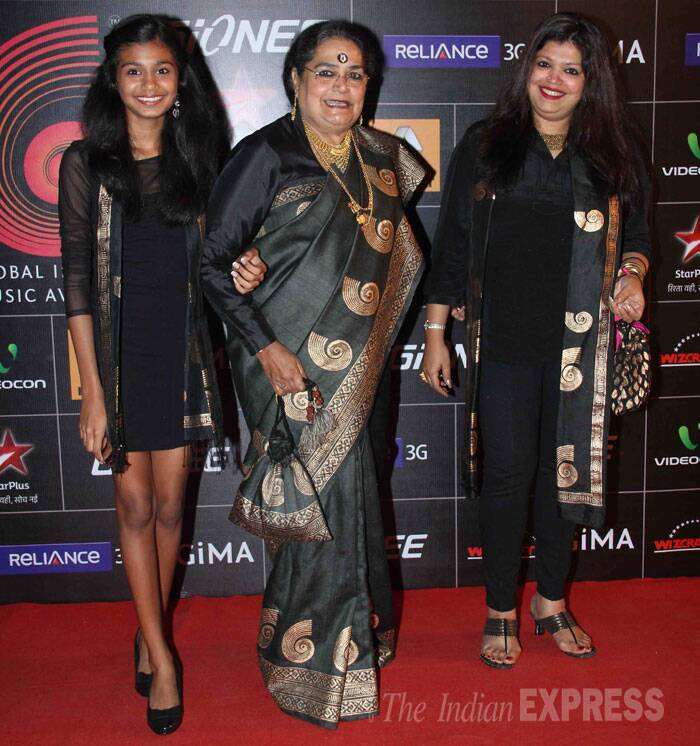 Popular singer Usha Uthup attended the award show in her trademark Kanjeevaram sari and big bindi. She was accompanied by her daughter Anjali and granddaughter Ayesha. (Photo: Varinder Chawla)