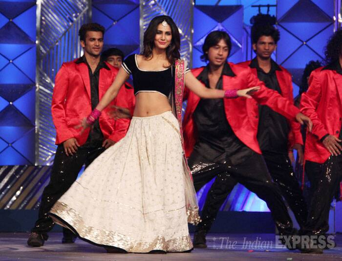 'Shuddh Desi Romance' girl Vaani Kapoor performs in a white lehenga and velvet blouse. (Photo: Varinder Chawla)