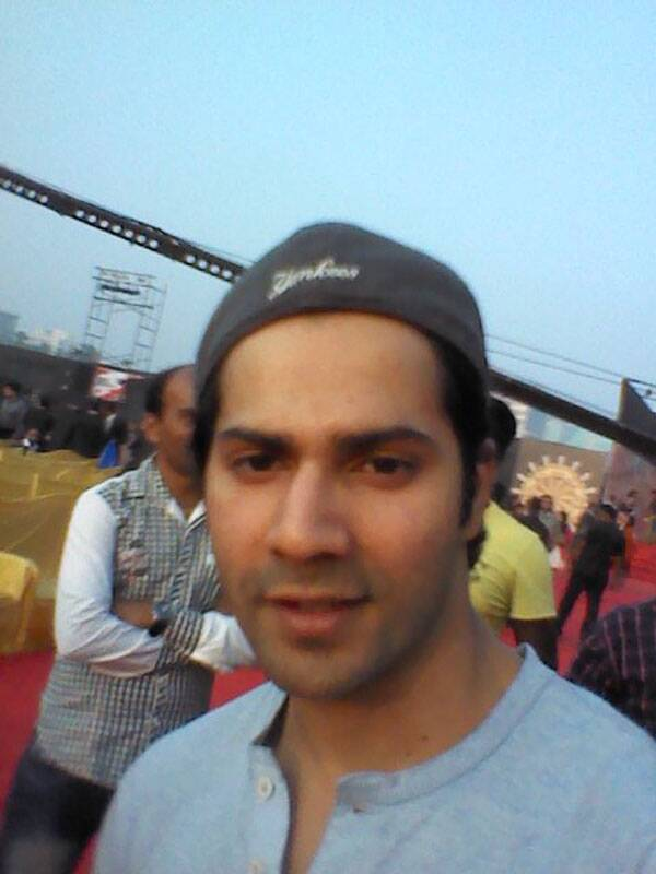 With the concept of selfies becoming a huge rage over the past year, we decided to do something new at the Screen Awards 2014 – the Screen Awards Selfies Project where our stars would snap themselves on the red carpet. So guess who clicked a selfie for us? 'Student of the Year' actor Varun Dhawan.