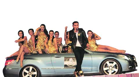 Yo Yo Honey Singh with a bevy of beauties