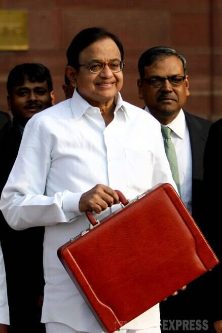 Interim Budget 2014: Chidambaram woos middle class with duty sops on automobiles