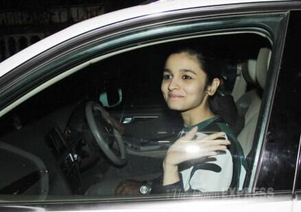 Rekha steps out without makeup to watch 'Highway'