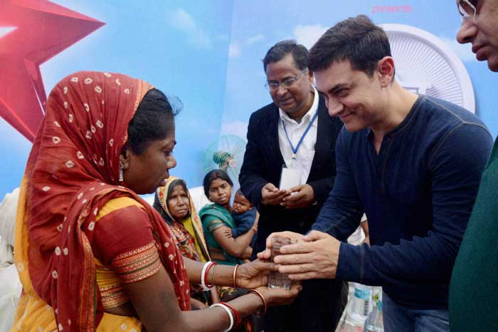 Aamir Khan visits Dasrath Manjhi's family ahead of 'Satyamev Jayate 2'