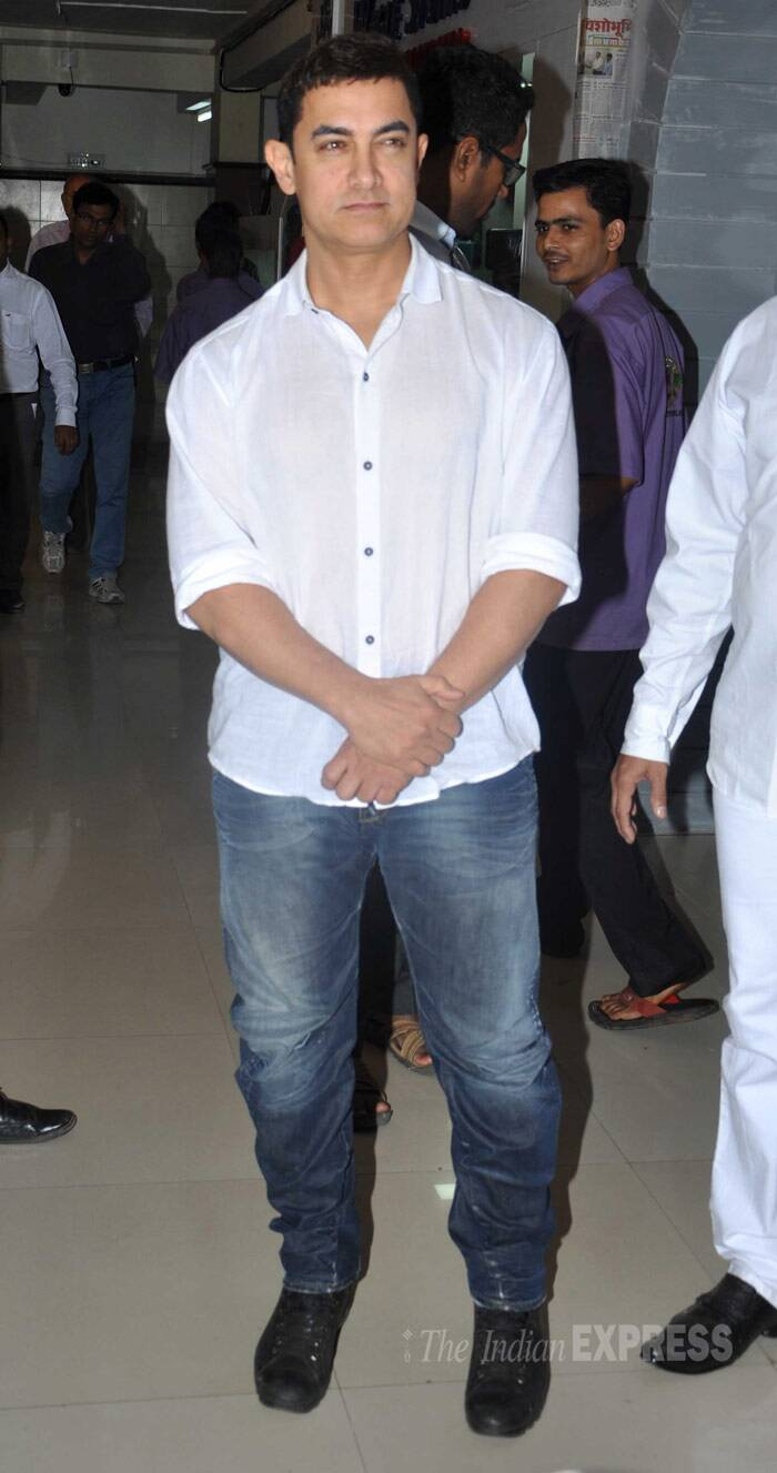 Aamir Khan was casual in blue jeans and white shirt. (Photo: Varinder Chawla)