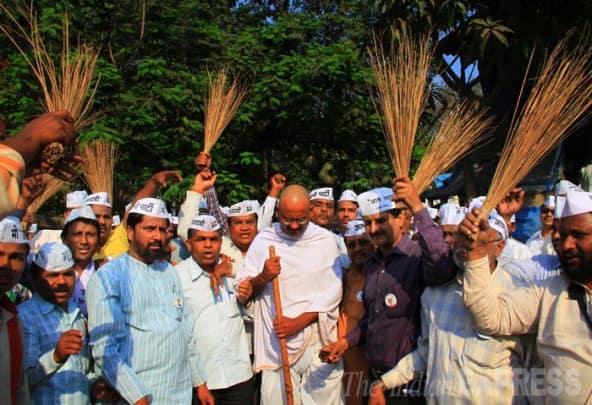 Yogendra Yadav launches AAP campaign in Maharashtra, hits out at Rahul, Modi