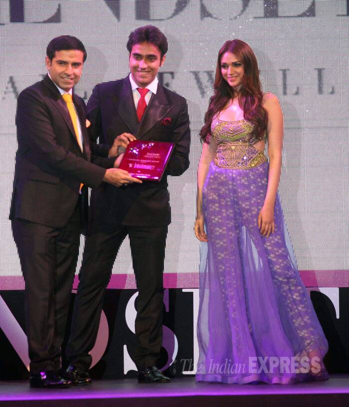 Aditi Rao Hydari is all smiles as she takes to the stage. (Photo: Varinder Chawla)