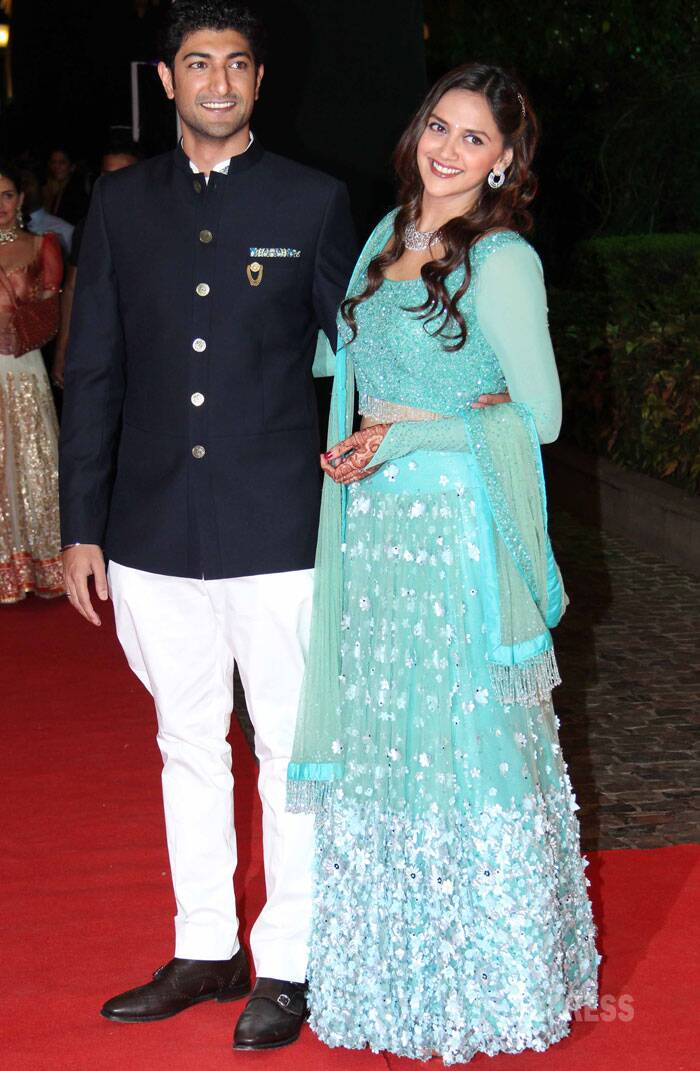 Pretty bride-to-be Ahana looked stunning in her blue studded lehenga as she strike a pose with her fiance Vaibhav. The groom-to-be was also dashing in the Jodhpuri pants and formal coat. (Photo: Varinder Chawla)