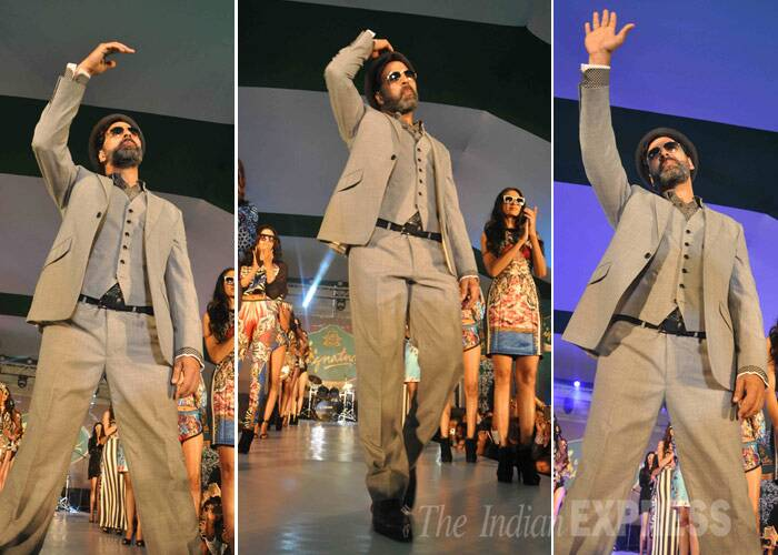Akshay had a ball as he took the ramp along with models showcasing designs by Falguni and Shane Peacock. (Photo: Varinder Chawla)