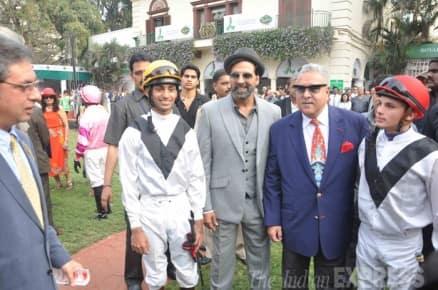 Sunday fun: Akshay, Raveena, Salman Khan